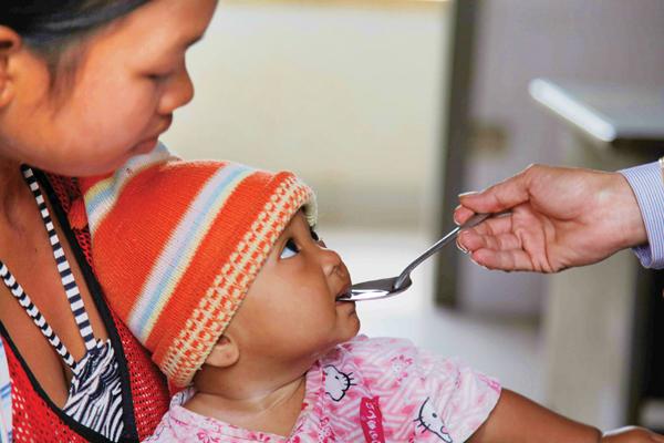 Bù nước đúng cách cho trẻ bị tiêu chảy